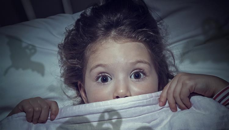 كيف تساعد طفلك على التخلص من مخاوفه؟