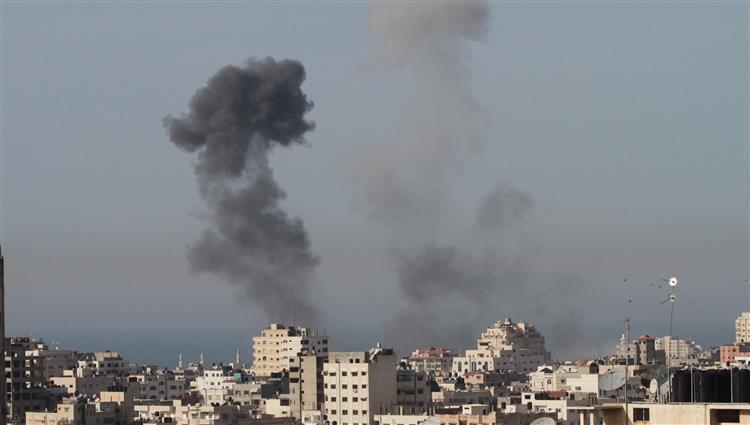 طيران الاحتلال الإسرائيلي يغير على غزة