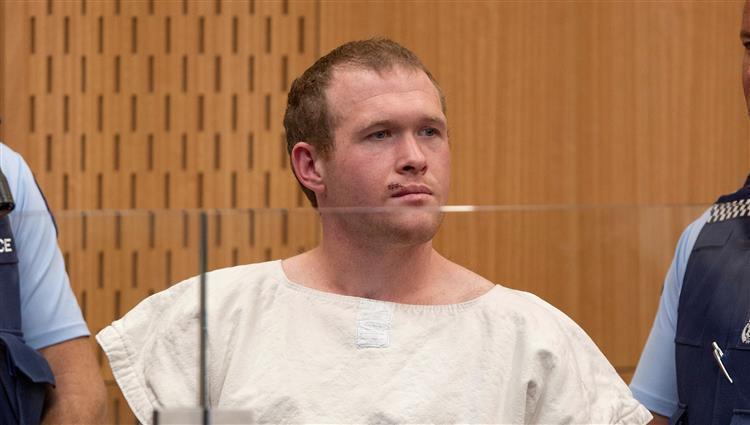 منفذ مجزرة المسجدين في نيوزيلندا يدفع ببراءته من كل التهم