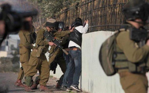 الاحتلال يعتقل 10 فلسطينيين من الضفة وإضراب أسرى