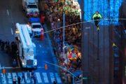 يسيران على حبل بين ناطحات تايمز سكوير في مشهد مثير بنيويورك