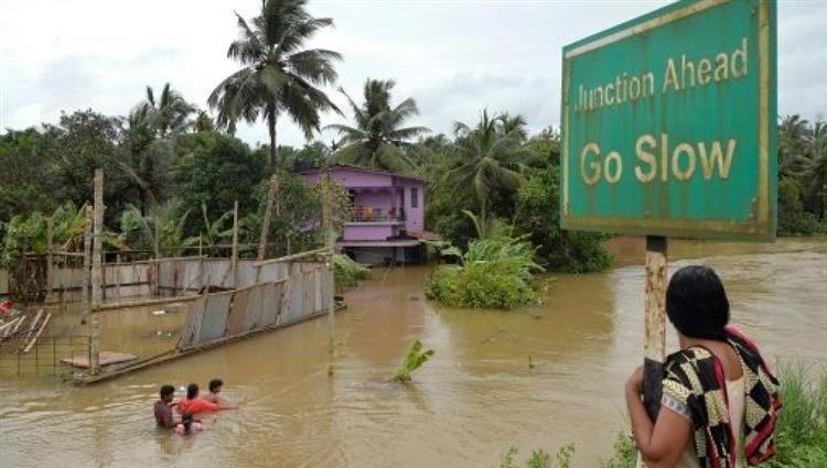 مصرع 40 شخصاً جراء أمطار موسمية جنوب آسيا