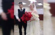 بعد زواجهما بدقائق.. مقتل عروسين في حادث مروع