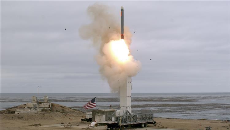 الولايات المتحدة تجري تجربة على صاروخ متوسط المدى