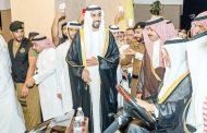 خالد الفيصل يزور جناح الإمارات في «سوق عكاظ»