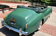 بيع سيارة الممثلة الراحلة إليزابيث تايلور بنصف مليون دولار