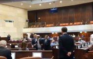 النواب العرب يحتجون على خطاب نتانياهو في «الكنيست» والأمن يطردهم