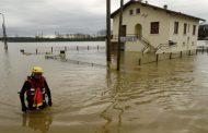 آلاف المنازل بدون كهرباء في فرنسا بسبب الأحوال الجوية