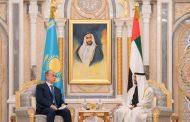 محمد بن زايد يجري مباحثات رسمية مع رئيس كازاخستان