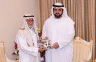 ولي عهد الفجيرة يتسلم نسخة من كتاب تراث الإمارات البحري