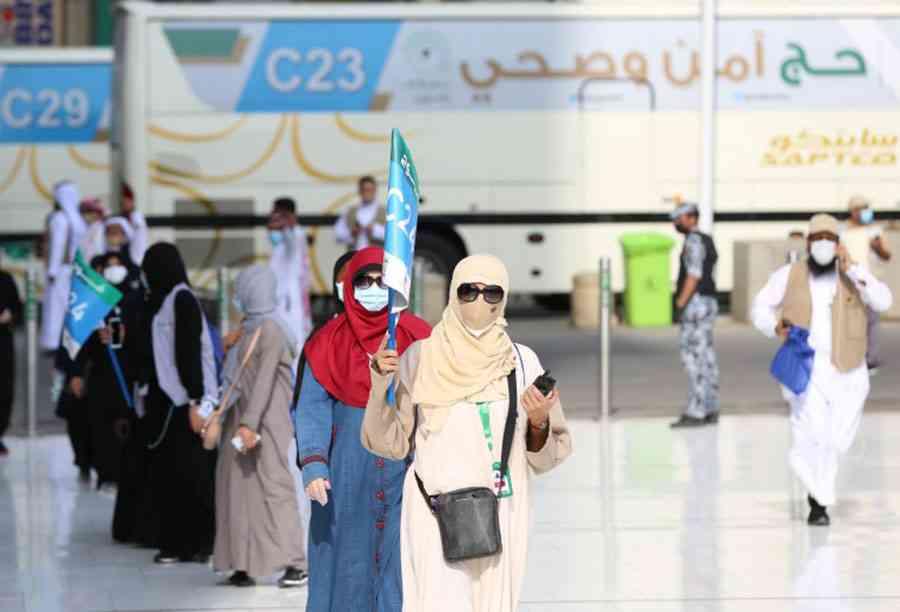وصول الحجاج إلى عرفات وسط إجراءات احترازية بسبب كورونا