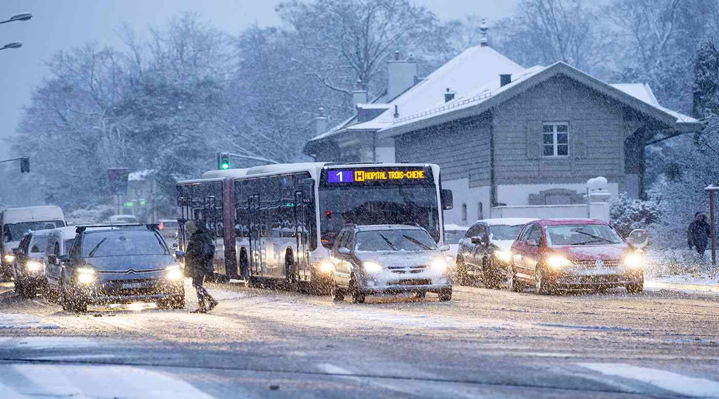 فوضى سفر في فرنسا بسبب تساقط الثلوج