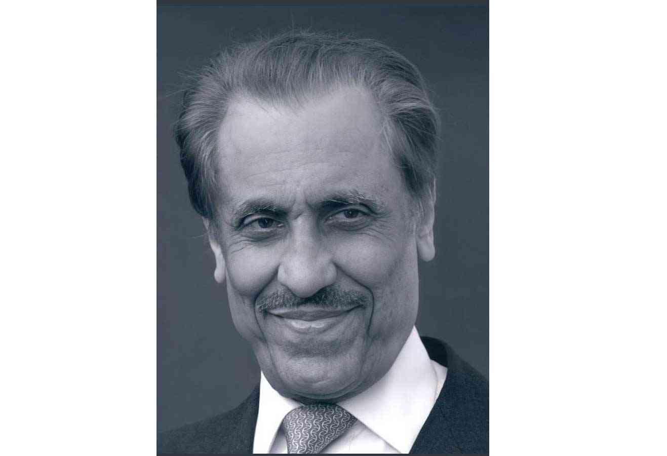 محمد بن راشد يعزي في وفاة الأمير خالد بن عبدالله بن عبدالرحمن