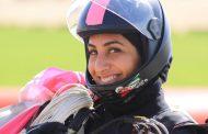 المواطنة شيخة أحمد تستعد للقفز بعَلَم الإمارات فوق جزر المالديف