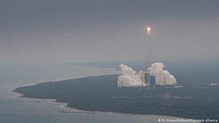 الصين تعلن سقوط جزء كبير من الصاروخ فوق المحيط الهندي