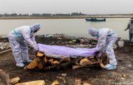 أول اعتراف رسمي لإلقاء جثث ضحايا كوفيد-19 في الأنهار بالهند