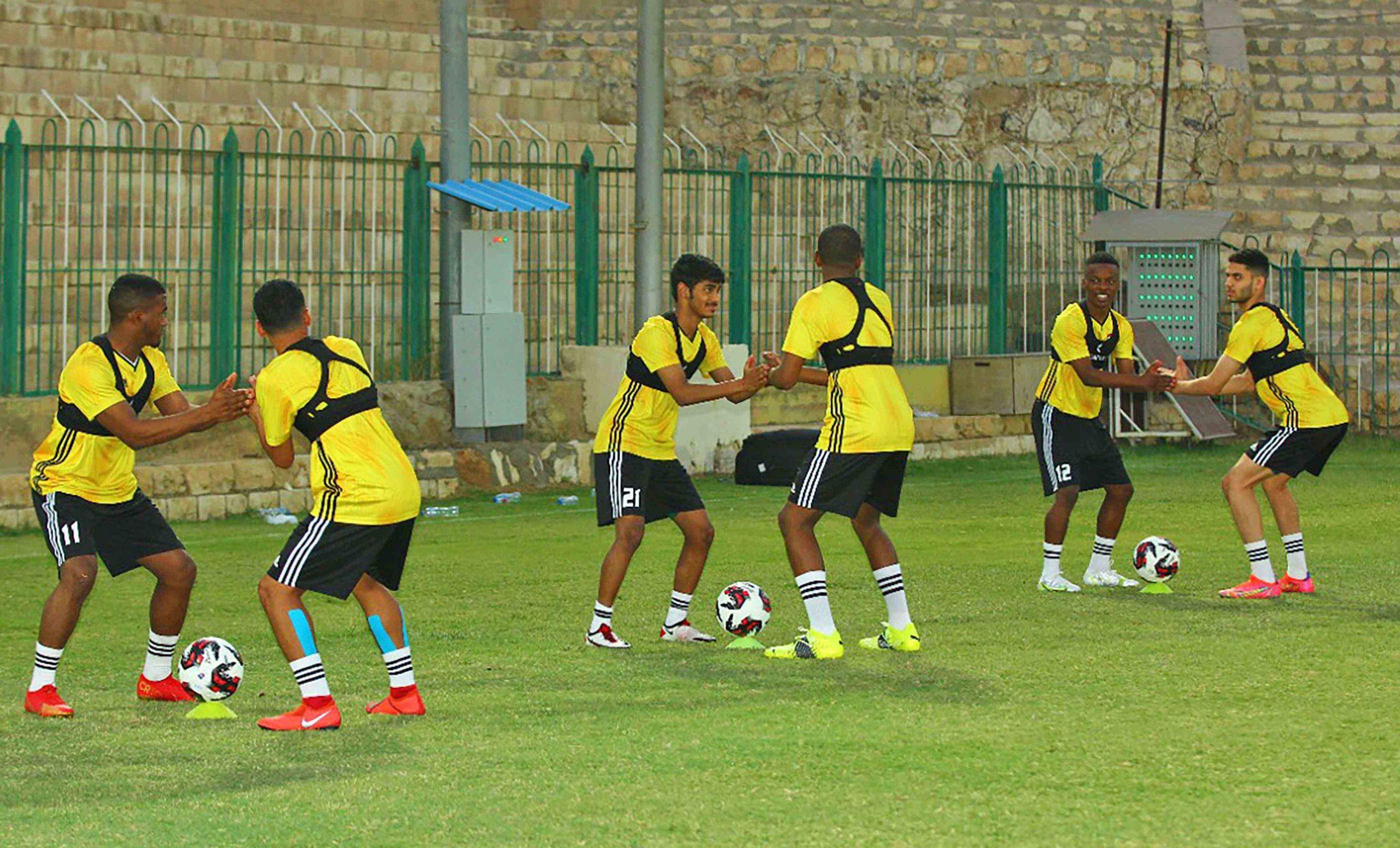 غدا .. أبيض الشباب يواجه طاجكستان في كأس العرب