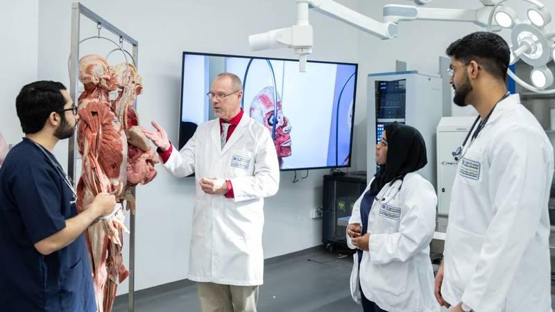 «كلية الطب» بجامعة خليفة تنظم المخيم الطبي الصيفي 2021
