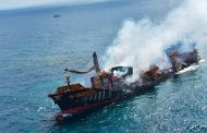 غرق سفينة شحن بعد اصطدامها بجزر يونانية