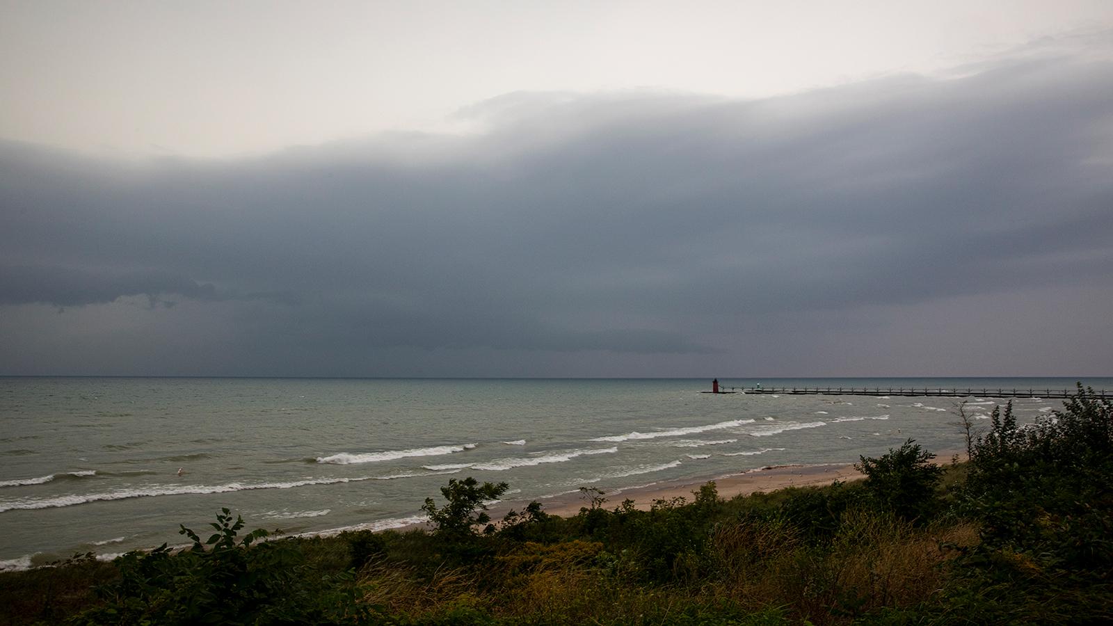 العاصفة الاستوائية ميندي تهدّد سواحل فلوريدا