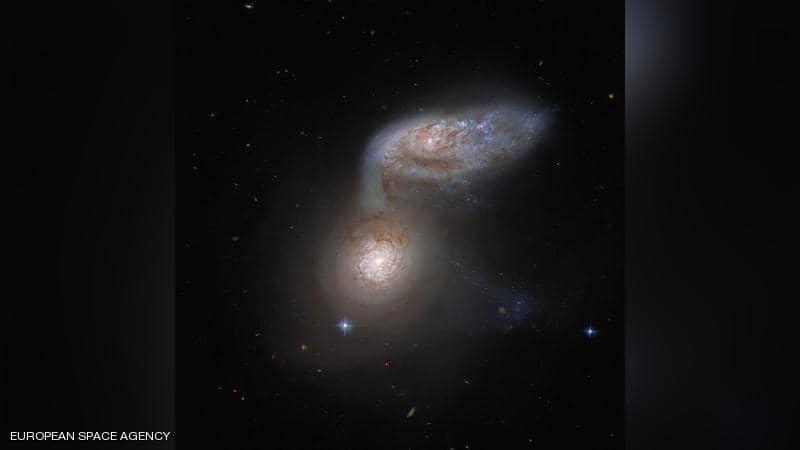 صورة لاندماج مجرتين..ظاهرة لا تتكرر إلا مرة في ملايين السنين