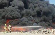 السيطرة على حريق في مستودع للبلاستيك بالفجيرة