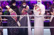 سعوديات يستعرضن قصتهن في هزيمة سرطان الثدي على حلبة مصارعة