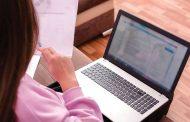 مدارس خاصة تعتمد تطبيقات إلكترونية لتصحيح الواجبات
